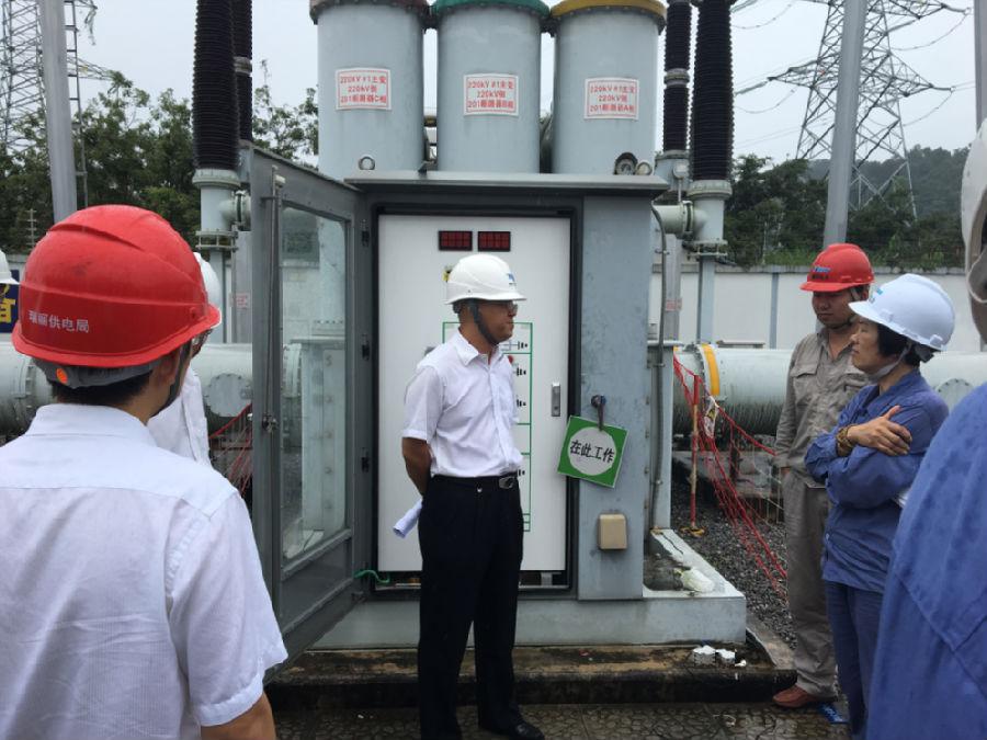 瑞丽供电局开展组合电器设备隔离开关电机电源隐患治理