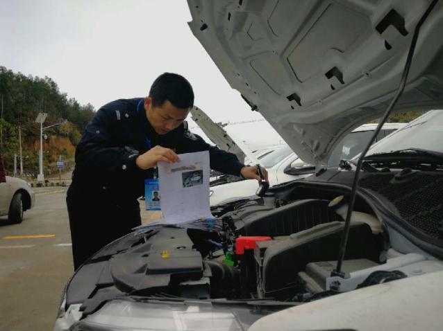 平塘县公安局交警大队深入驾校提供上门服务