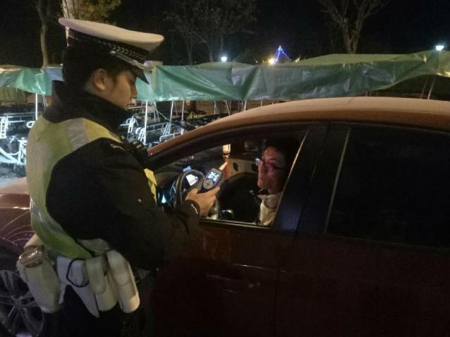 平塘公安交警全面开展冬季严打整治行动