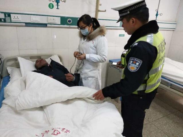 老人突发疾病、平塘交警紧急护送