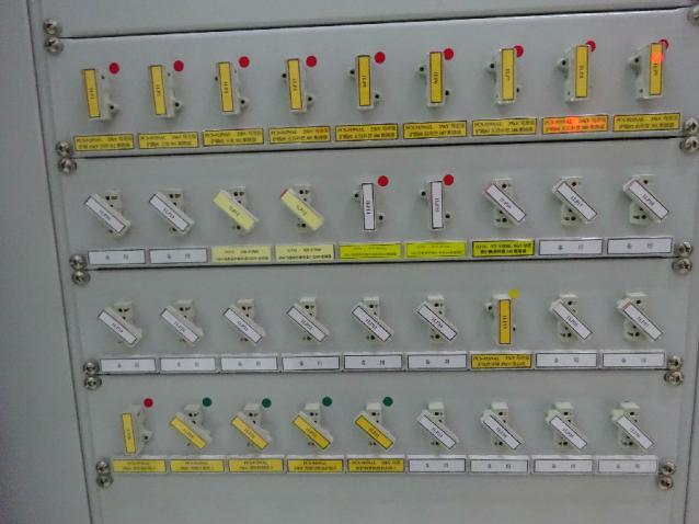 瑞丽局继电保护班对保护装置进行照片采集