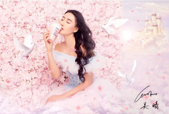 """女星吴晴品牌代言不断  红遍大街小巷被赞""""奶茶仙子"""""""