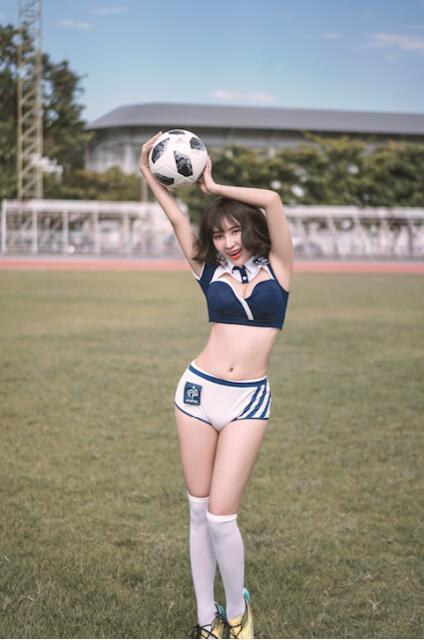 罗梓丹世界杯足球宝贝主图写真曝光活力十足彰显魅力
