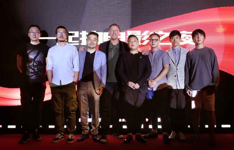 """陆川、白一骢、雷尼・哈林等上百位导演拉开""""一起拍电影之夜"""":中国最大的导演经纪平台正式成立"""