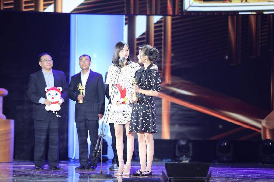 彭静亮相大学生电影节,代表《嘉年华》导演领奖