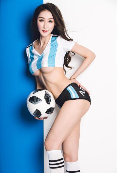 杨棋涵蓝白性感足球宝贝 力挺阿根廷开门红