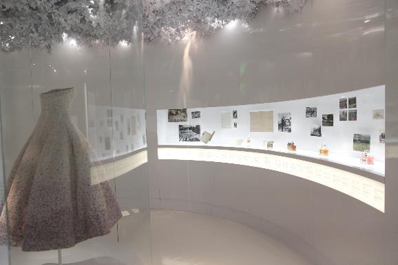 CHRISTIAN DIOR迪奥先生,梦想设计师主题展览