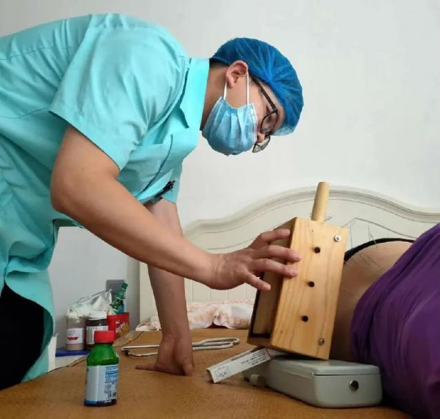 家有健康医护人员上演入户急救暖心一幕