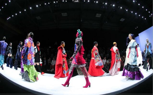 广州美术学院工业设计学院2019届服装专业 优秀毕业作品亮相2019中国国际大学生时装周