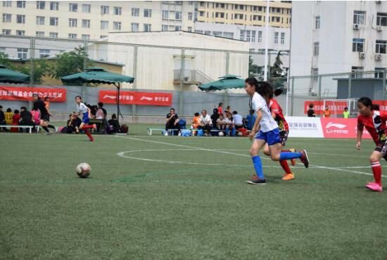走近魏善庄一小女足队中国城市少儿足球联赛的铿锵小玫瑰