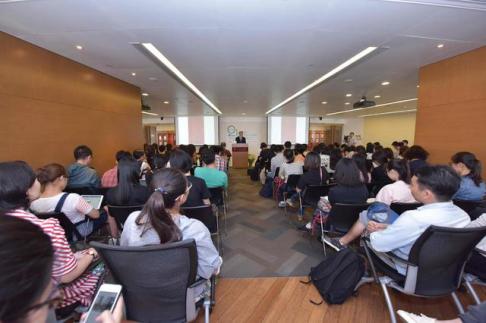 80后作家姚良出席世界华语文学人物盛典颁奖活动