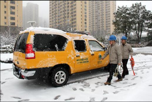 高邮市供电公司迅速开展雪天抢修、特巡工作