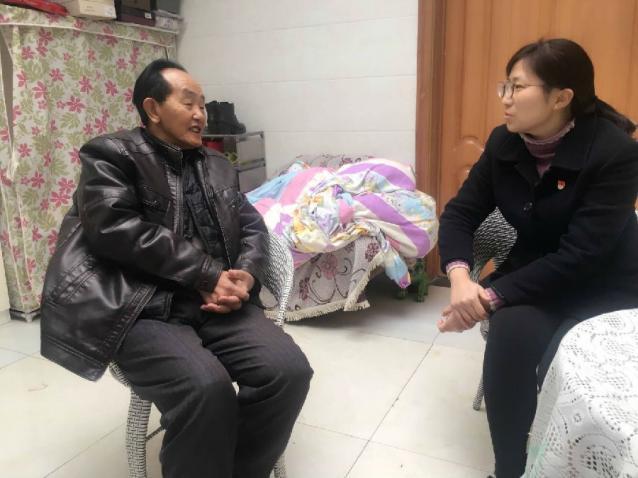 农发行平塘县支行组织开展慰问 退休老职工活动