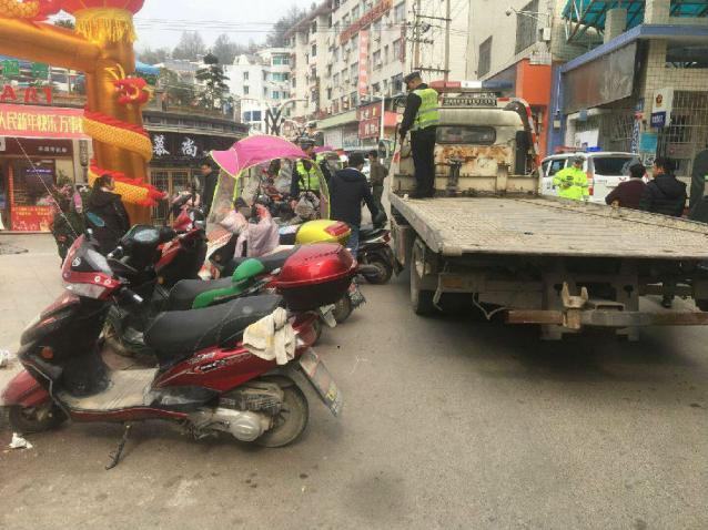 加强城区交通秩序管理,营造春节良好交通环境