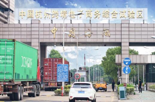 记者团走进美图美妆杭州保税仓,解密跨境物流